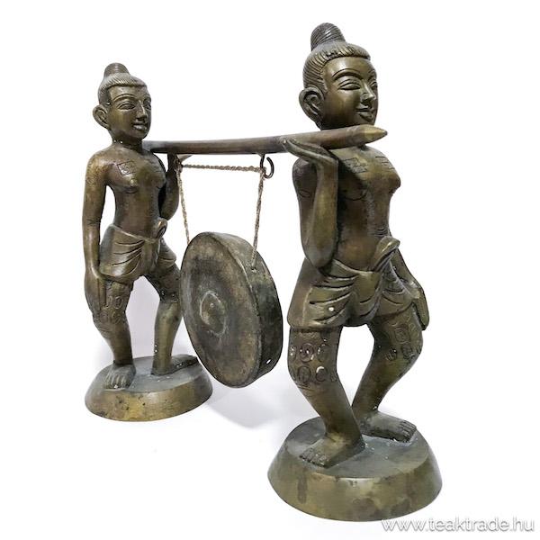 Bronz gongot vivő figurák